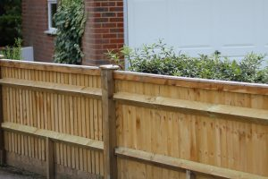 Low wooden fence installer Brighton